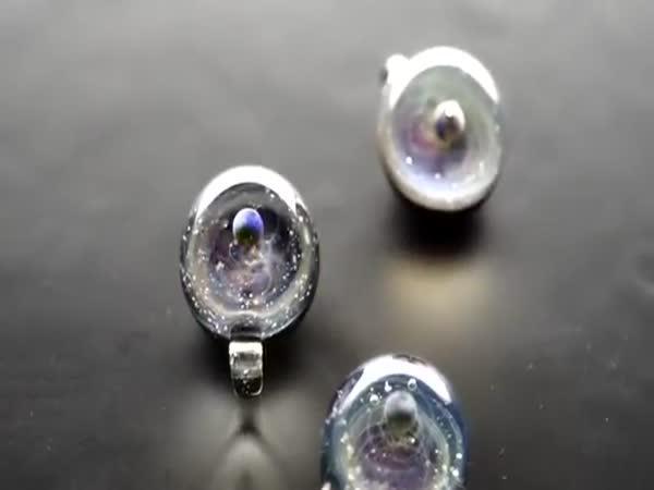 Jak se vyrábí vesmírný šperk