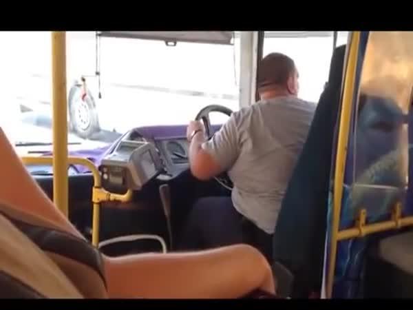 Těžká práce řidiče autobusu