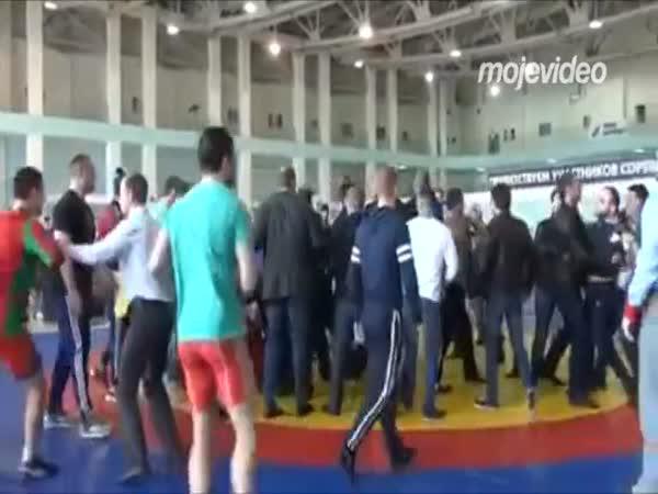 Když zápasníci ignorují rozhodčího