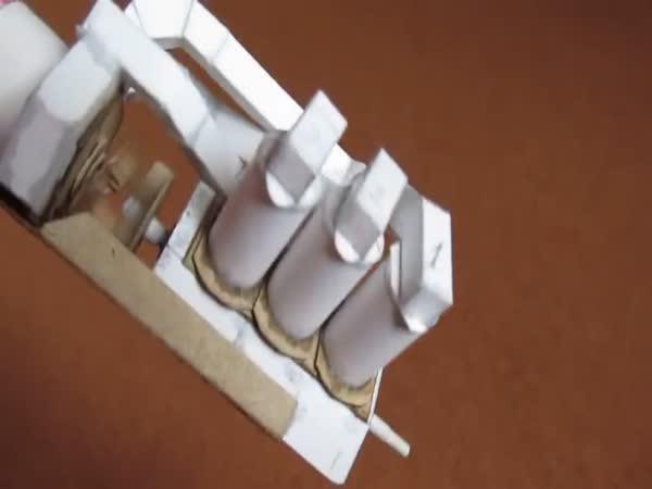 Funkční motor z papíru