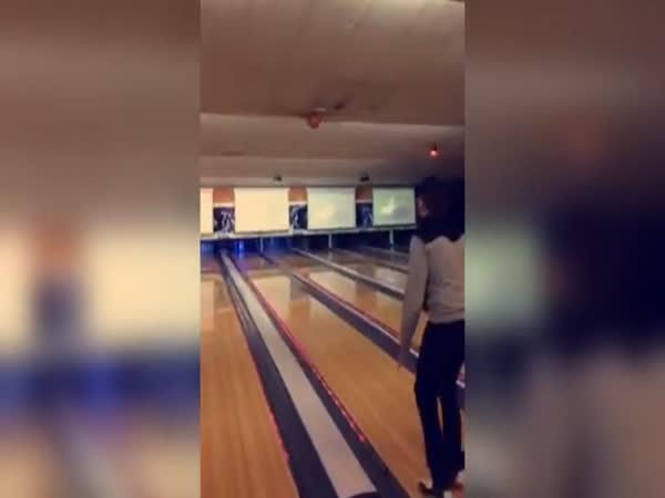 Vysoký účet za bowling