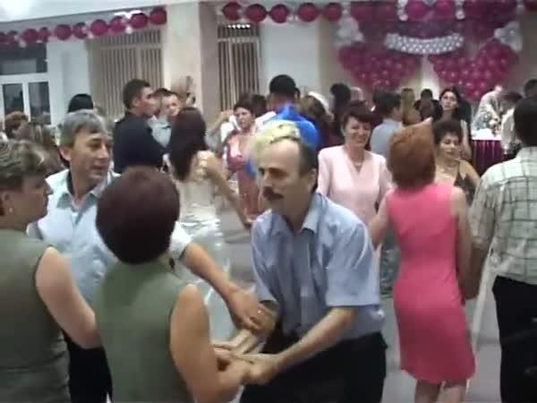 Manžel nebyl spokojen s tancem