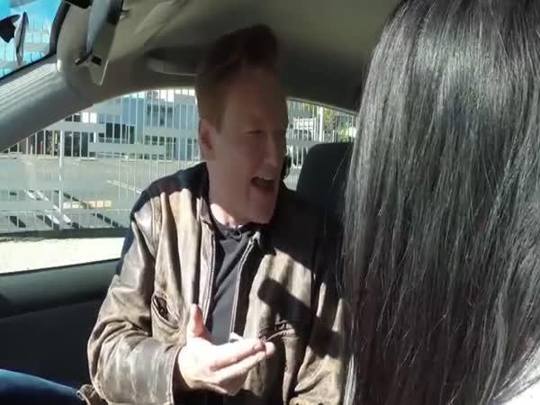 Connan učí Dianu řídit