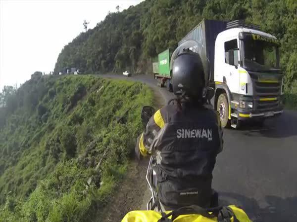 Těžký život motorkářů v Keni