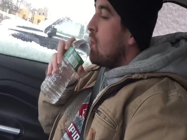 Proč je složité pít vodu na Aljašce