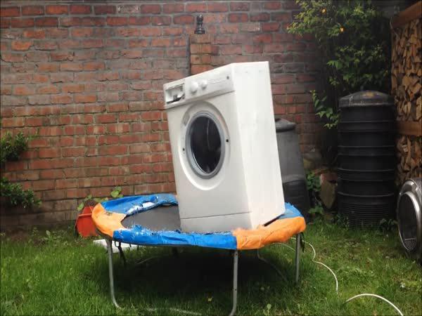 Pračka na trampolíně