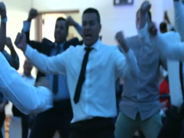 Tanec Haka na svatbě