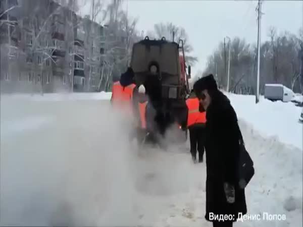 Svérázné asfaltování