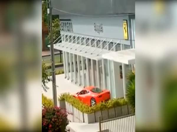 Jak (ne)parkovat Ferrari