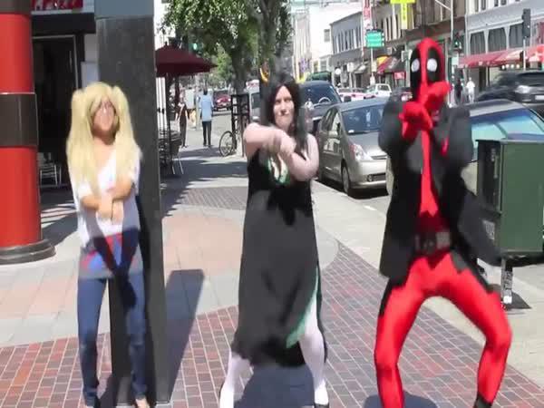 Deadpool tančí Gangnam Style