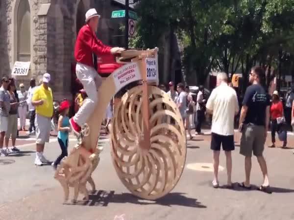 Dřevěný velociped