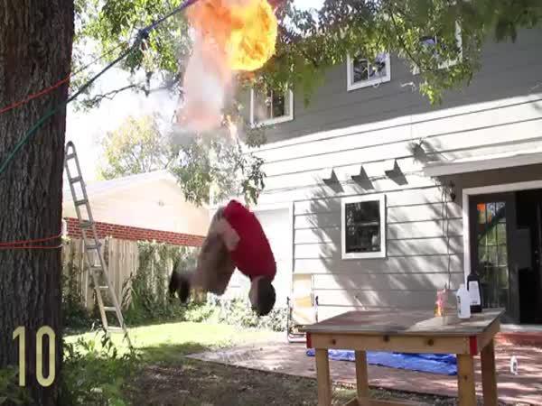Oheň vs. backflip vs. slow motion