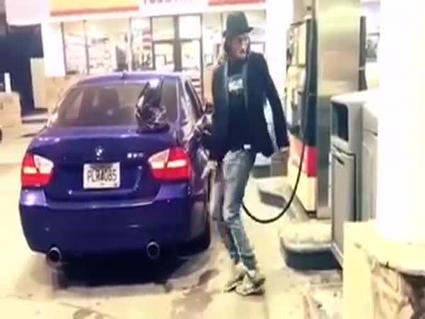 Jak vyplnit čas na benzínce