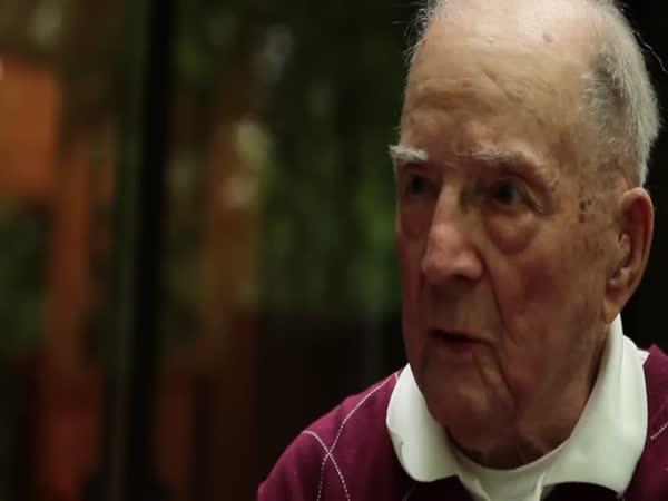 97 letý muž vytváří umělecká díla ve Windows 95
