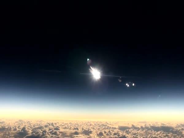 Zatmění Slunce z vesmíru
