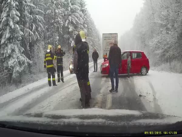 Česká republika - Hasiči a bezohledný řidič