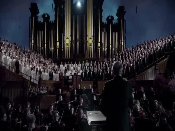 2000+ lidí zpívající Hallelujah