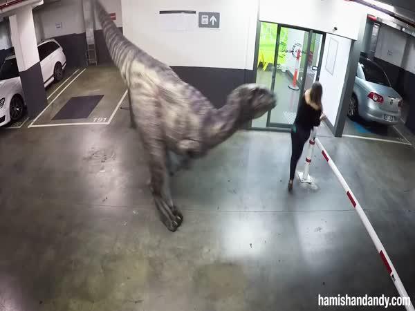 Nachytávka - Dinosaur v garážích