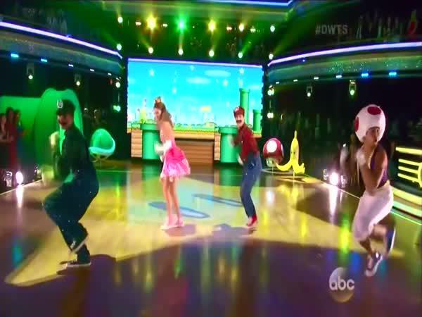 Tanec na legendární hru Mario