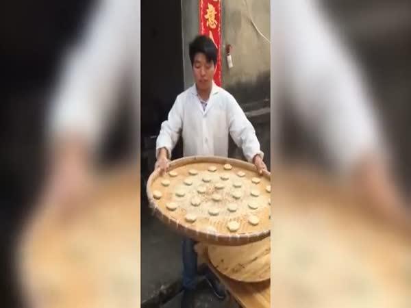 Borec - Čínský pekař koláčků