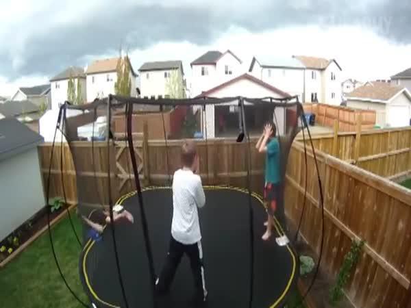 Největší faily na trampolínách