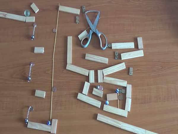 Dráhy z magnetů a kuliček