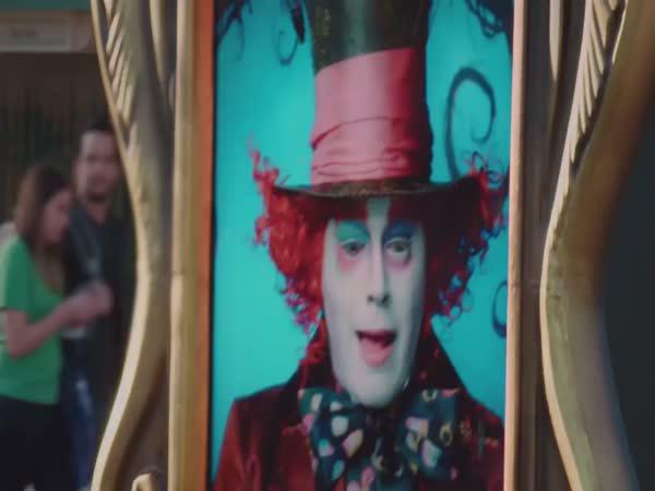 Nachytávka - Johnny Depp v Disneylandu