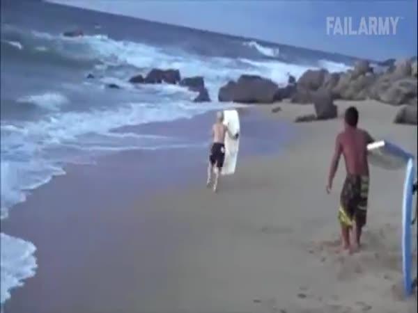 Největší blbci - Surfování