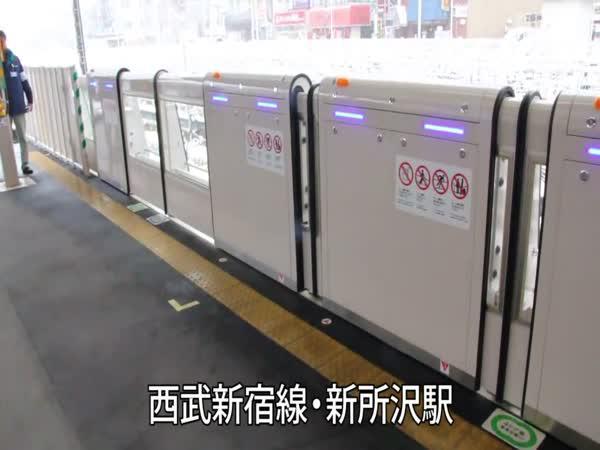 Čína - Ochrana před pádem pod vlak