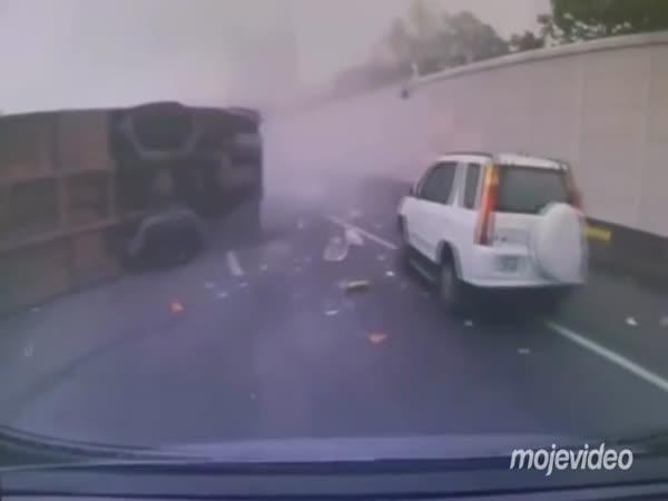 Nehoda autobusu na dálnici