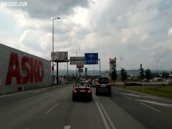 Slovensko - Řidič blokoval sanitku