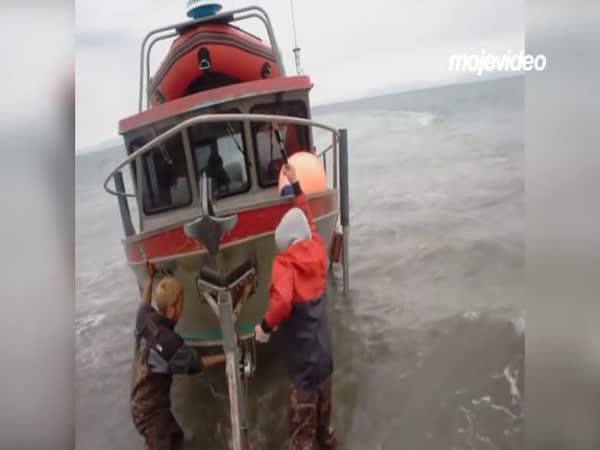 Dokování lodi na Aljašce