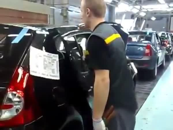 Kontrola dveří u nových aut