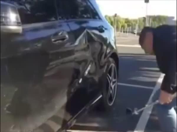 Rychlá oprava promáčknutého auta