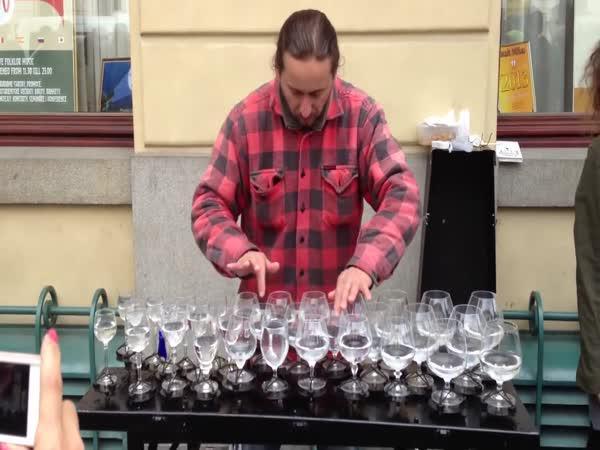 Pouliční hráč na skleničky