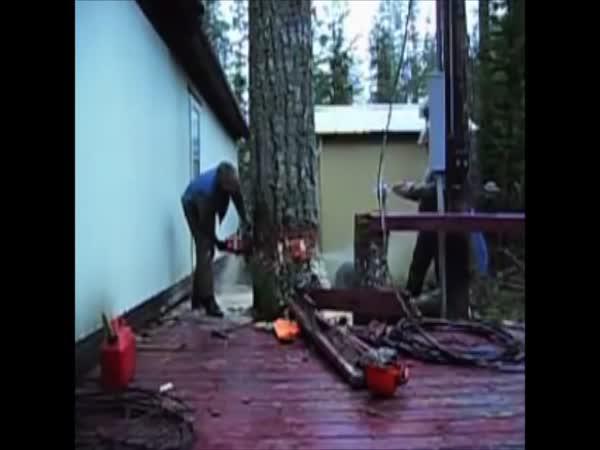 Dřevorubec nesmí udělat chybu