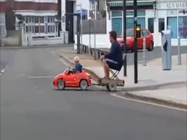 Syn dojel pro tátu do hospody