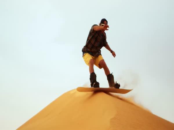Se snowboardem na poušť