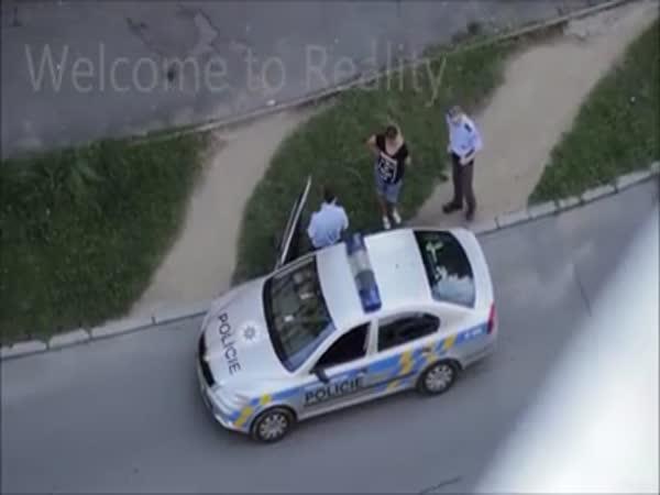 Česká republika - Policie vs. feťačka