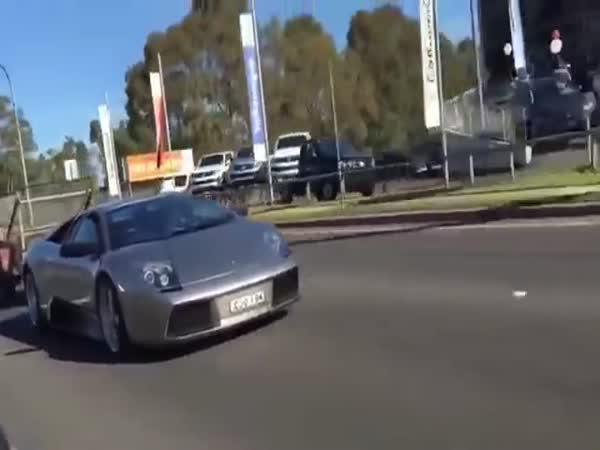 Farmář, který miluje Lamborghini