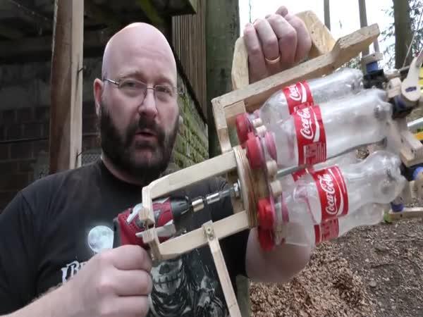 Výroba samopalu z šípu a láhve od Coca Coly