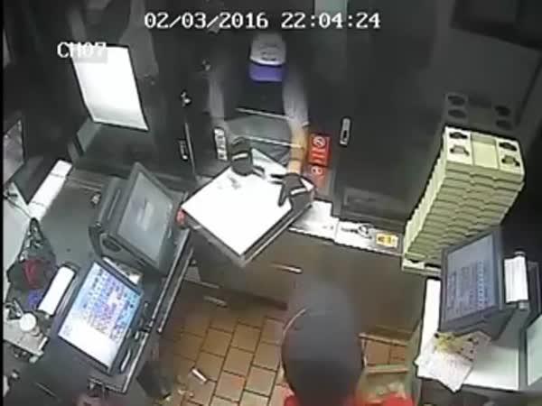 Zloděj a malé okénko