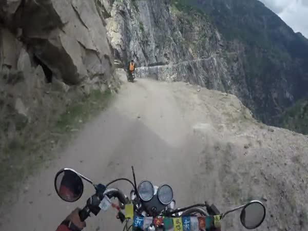 Kašmír - Nejnebezpečnější cesta