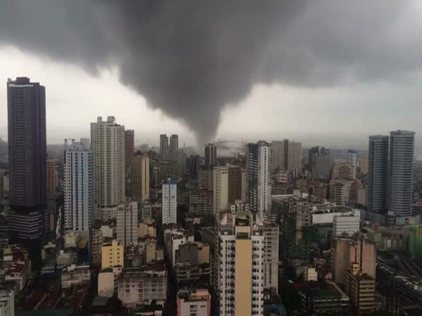 Tornádo skrz Filipíny
