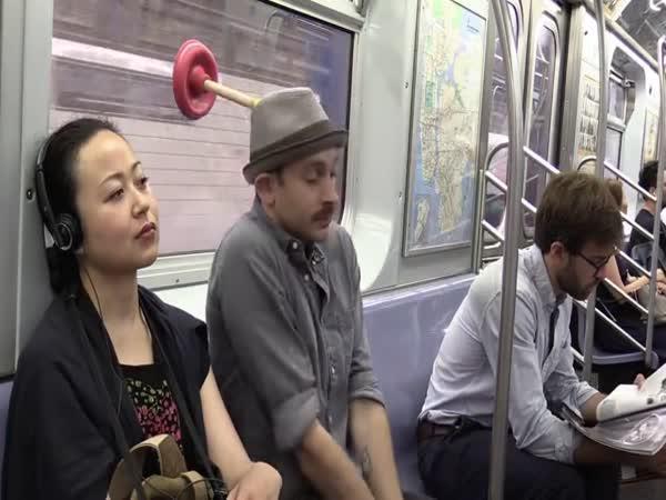 Pomůcka na spaní v metru