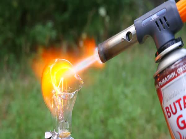 Plamen vs běžné předměty