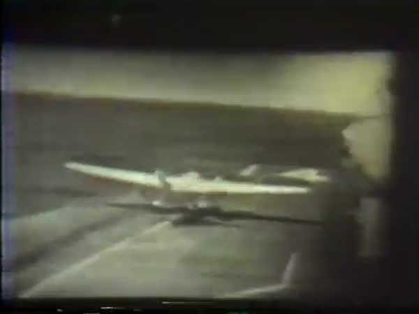 Záběry letadlové lodi z roku 1971