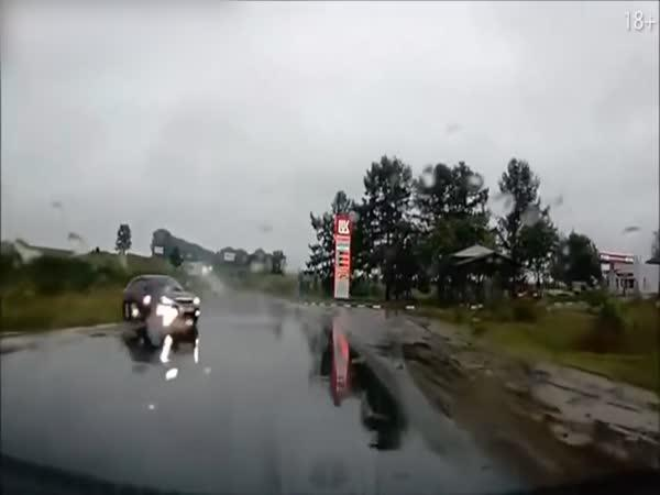 Labutí jezero na silnici
