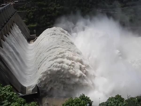 TOP 10 - Úchvatná vodní díla