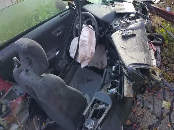 Zázrak - Řidič auta se ani nezranil